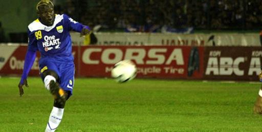 Dzumafo Senang Sumbang 1 Gol dalam laga Persib vs Persiwa.