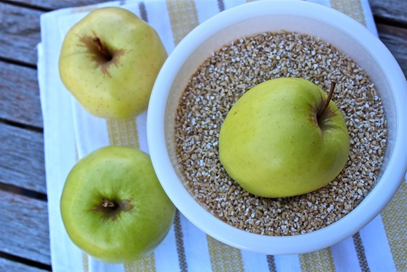 Golden Delicious Apples and Steel-Cut Oats