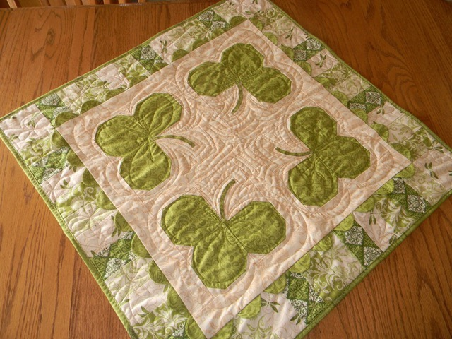 Shamrock Table Topper Tutorial