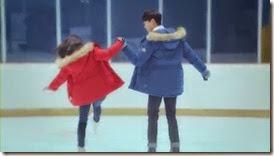 Bike Repair Shop Drops Insanely Cute Hug CF with Nam Ji Hyun and Park Hyung Sik - A Koala's Playground_2.MP4_000082373_thumb[1]
