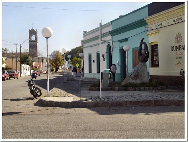 Plazoleta de los Fundadores - en las casas se nota el antiguo trazado de las calles