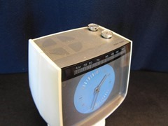 RCA tulip clock radio top