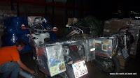 Mopeds verpacken für den Transport nach Miami