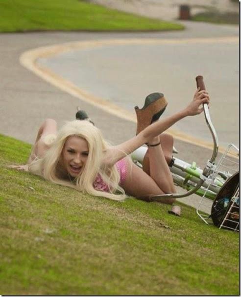 girls-riding-bicycles-008