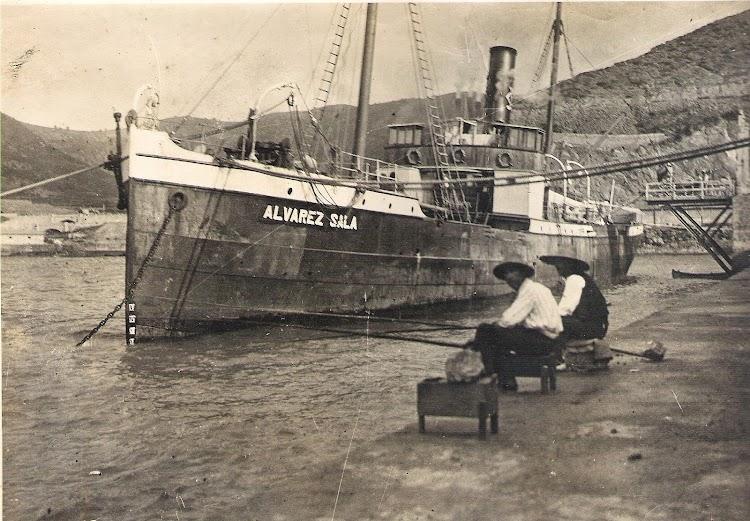 Vapor ALVAREZ SALA en Gijón. 2 de agosto de 1925. Foto colección Jaume Cifre Sanchez. Nuestro agradecimiento.jpg
