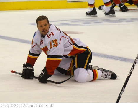 'Olli Jokinen - Calgary Flames Player - Staples Center - Los Angeles, CA - USA' photo (c) 2012, Adam Jones - license: http://creativecommons.org/licenses/by-sa/2.0/
