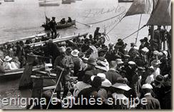 Aristokracia e Durrësit, imbarkohet në barkat e marinës italiane për të pritur Princin e Vidid