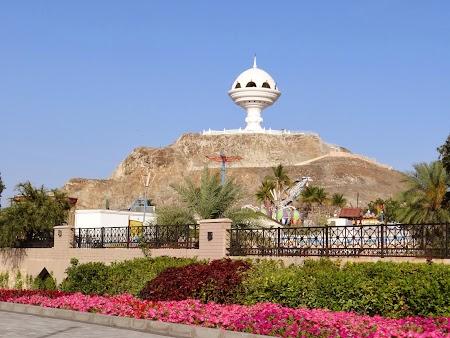02. Monument bizar in Muscat.JPG