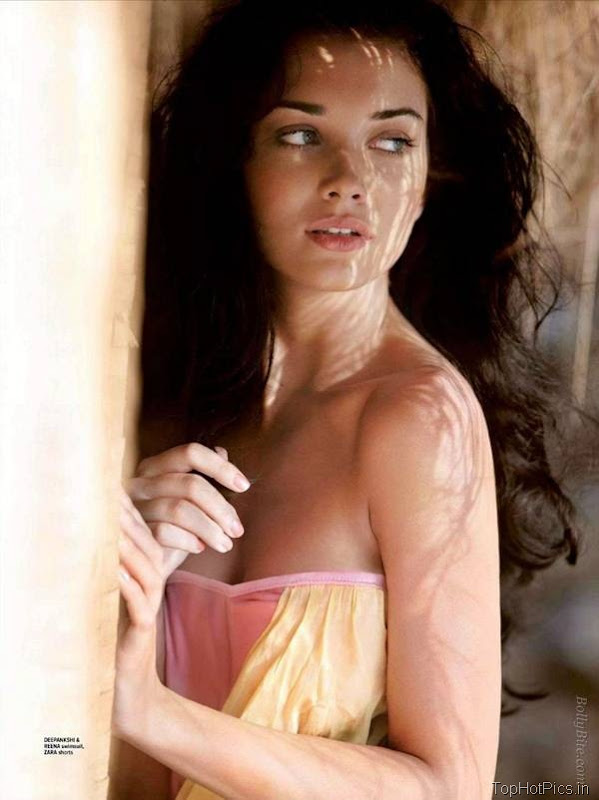 Amy Jackson Latest Hot Pics in Short Jeans 5