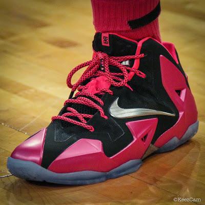 nike lebron 11 pe think pink swin cash 1 01 Swin Cash Debuts Nike LeBron 11 Think Pink PE