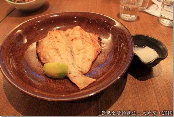 台南大戶屋,紅石斑魚,肉質超細嫰的,魚肉滿大一隻,但很容易涼掉趁熱吃,涼了真的就不好吃了。
