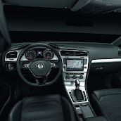 2013-Volkswagen-Golf-7-Interior-7.jpg