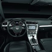 2013-Volkswagen-Golf-7-Interior-7.jpg