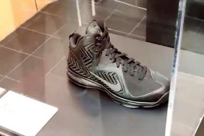 news nike whq lebron black collection 2 01 King James visits Nike WHQ. Shares Nike LeBron All Black Collection!
