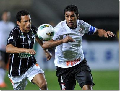 aaa-Volante Túlio (à esq.), ex-Botafogo e Corinthians, vai disputar o Campeonato do Distrito Federal pelo Sobradinho