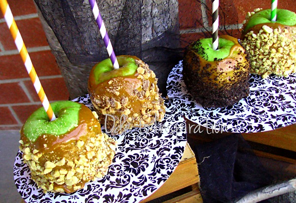Candy-Apples-with-Striped-Paper-Straws