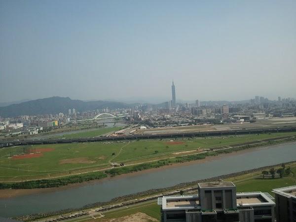 Imagini Taiwan: Taipei cu turnul.jpg