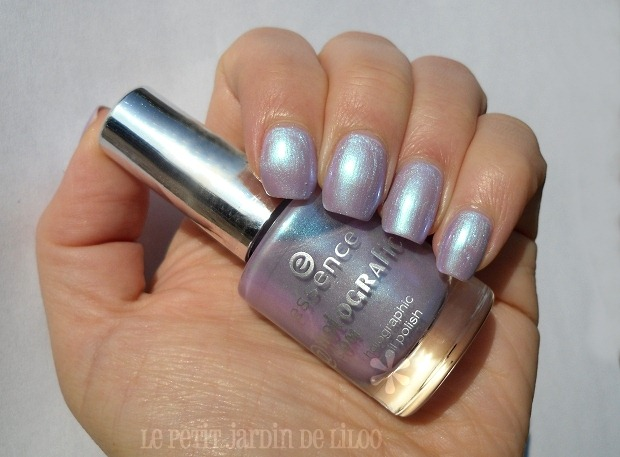 04-essence-holographics-gagalectric-nail-polish-review-swatch