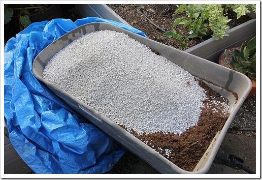 111008_soil_mix pumice_01
