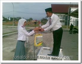 Penyerahan Piala Juara Parade Tari Kabupaten Kuantan Singingi 2
