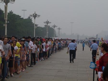Obiective turistice Beijing: Coada la mausoleul lui Mao