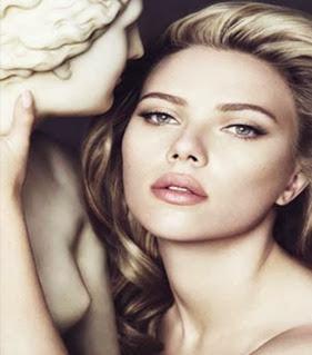 Scarlett Johansson é eleita pela segunda vez a mulher mais sexy do mundo