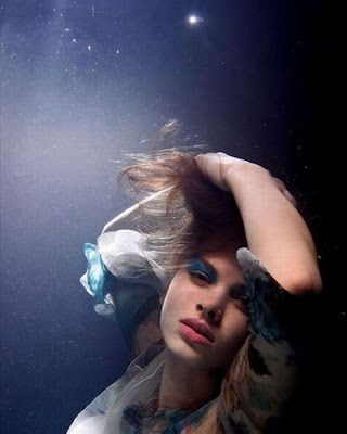 Beautiful-Girls-in-the-Underwater-Photo-Shoot