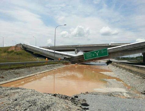 Gambar-Jambatan-Runtuh-Sebelum-Ke-Tol-Putrajaya-1