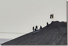 La battaglia di Kobane, Isis issa la bandiera nera