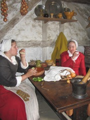Plimoth Plantation 8.30.2-13 pilgrim ladies eating