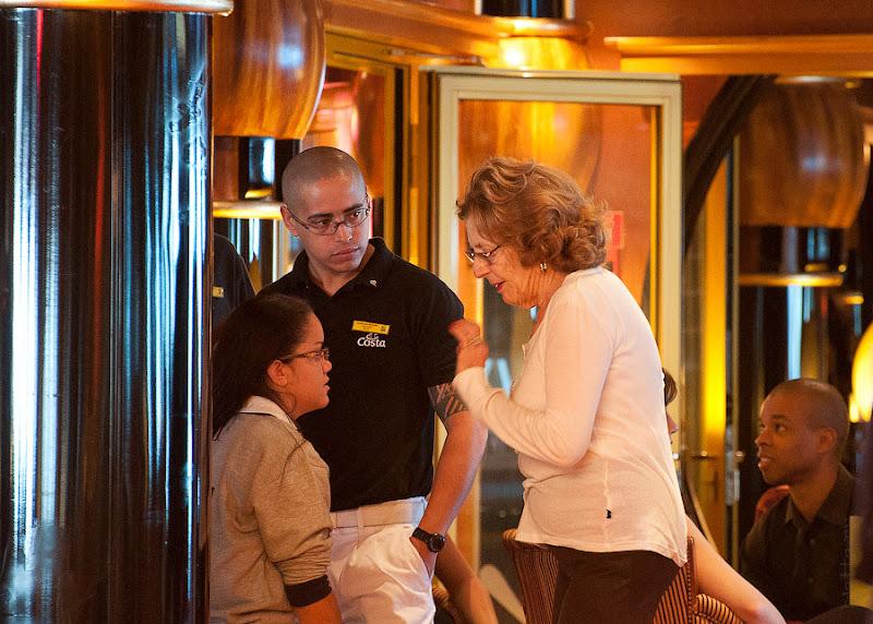 Первый день в круизе на Costa Concordia. Очень внимательно и сосредоточенно не оставляя ребят в покое даже после завершения урока учатся танцевать немецкие бабушки.