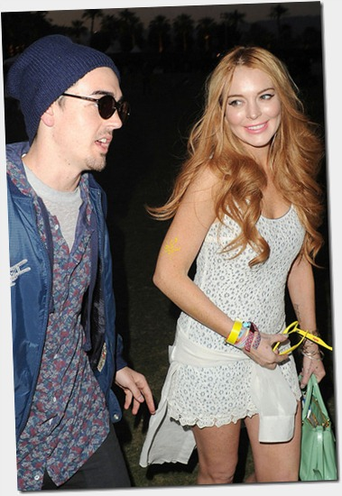 Lindsay Lohan smiles spotted yet another mystery boOxeJ7uIdAl