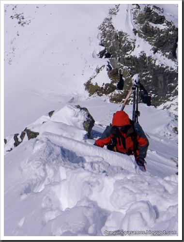 Arista NO y Descenso Cara Oeste con esquís (Pico de Arriel 2822m, Arremoulit, Pirineos) (Isra) 9428