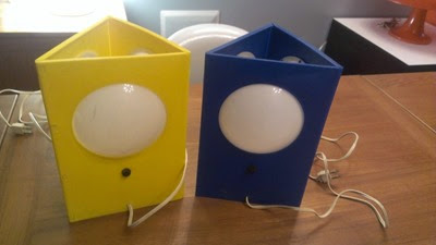 Plastic triangle lamps in yellow and blue front