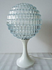 Tulip lamp with acrylic shade