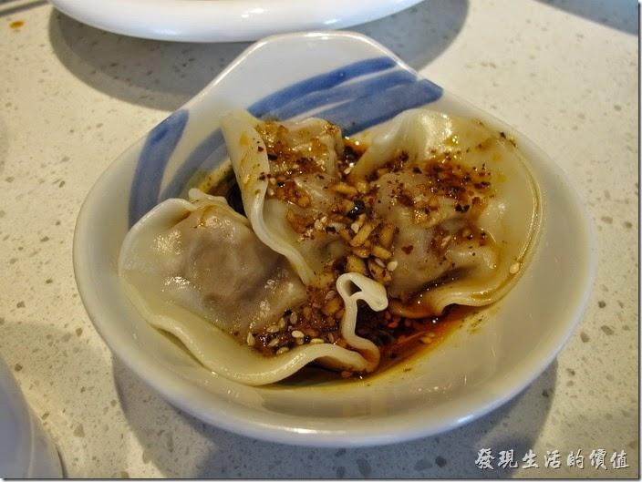 上海-望湘園。鍾水餃(一份3顆),RMB6。就是很普通的水餃,特別的應該是其辣醬汁。聽大陸朋友說,這鐘水餃是四川很著名的小吃,內餡完全使用豬肉,不加其他的蔬菜,食用的時候淋上紅油,微甜帶鹹,外加辛辣滋味。