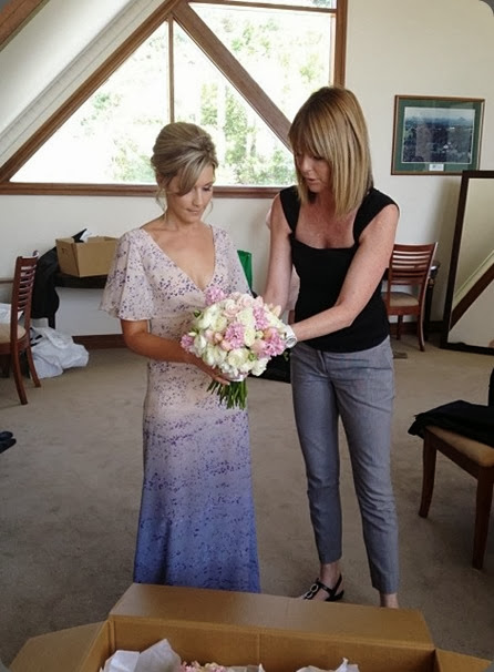 wednesday 1393617_679139922097563_786315777_n how to hold your bouquet Mondo Floral Designs