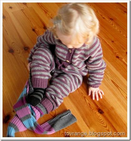 Nøstebarn-ribbebukse utenpå heldress? Jepp, god plan!