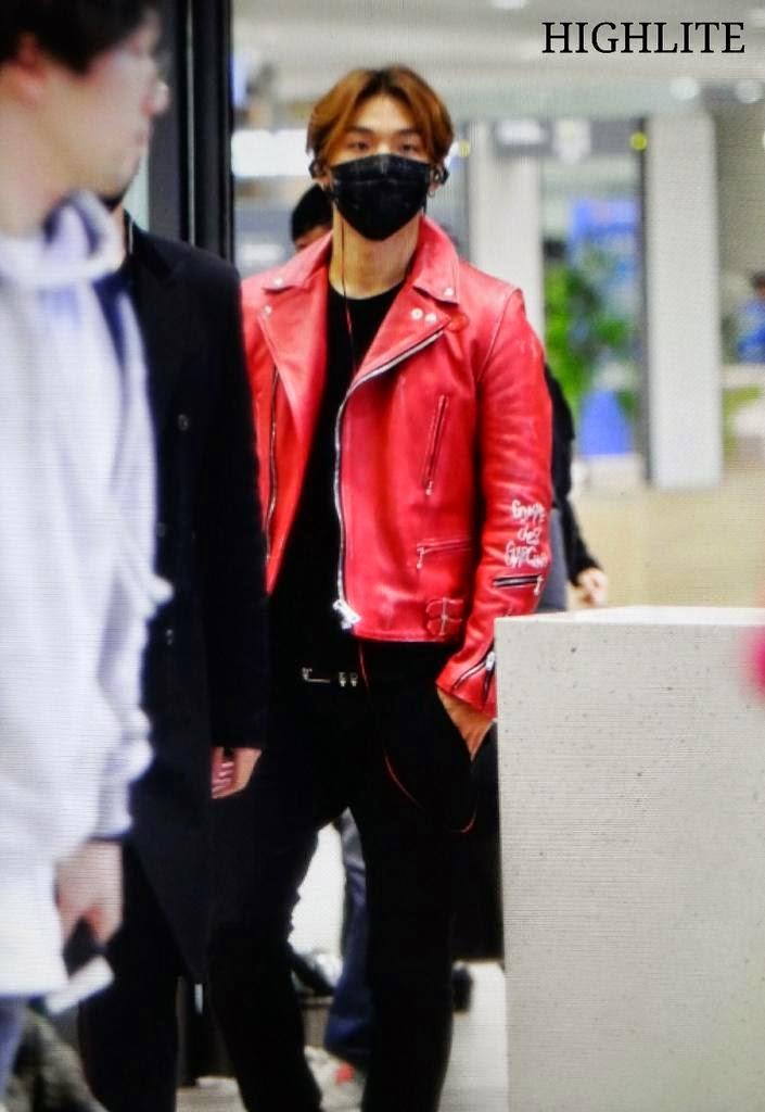 Dae Sung & TOP - Incheon Airport - 01jan2015 - Dae Sung - High Lite - 01.jpg