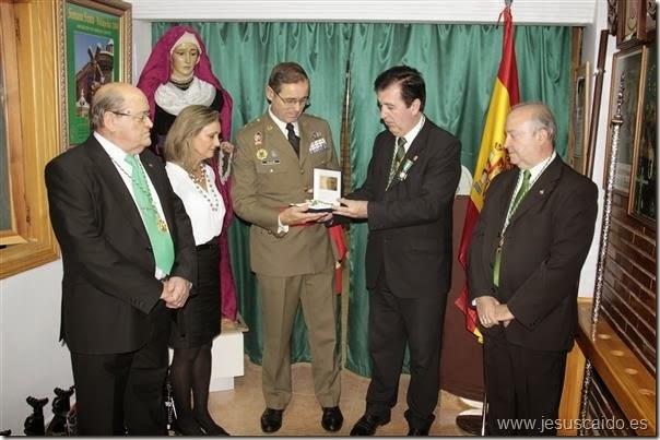 La entrega de la medalla al General Palacios se llevó a cabo en la casa hermandad