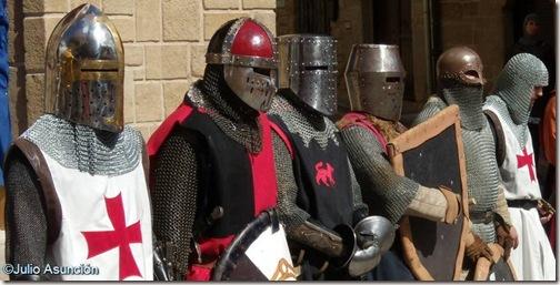 Guerreros medievales en Artajona