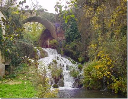 Sedano, Valle de Sedano,  bario de Lagos, cascada y puente romano sobre el río Sedanillo