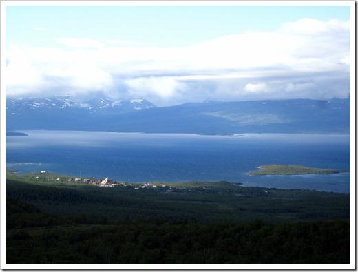 Utsikten från offerklippan var fantastisk. Där nere syns Abisko Östra.