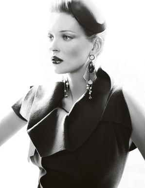 Kate_Moss_by_Mario_Testino_(A_La_Mode_-_UK_Vogue_August_2011)_2