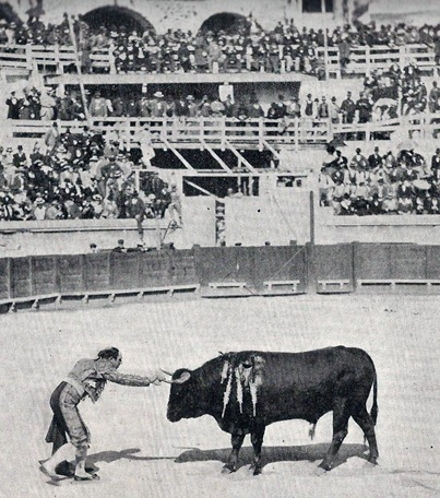 Guerrita se adorna despues de la estocada (1899) 001
