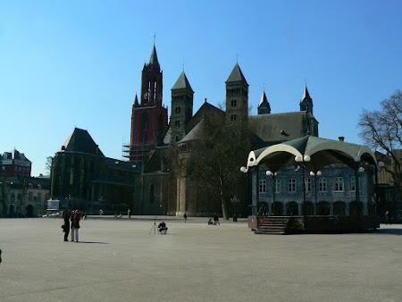 Obiective turistice Olanda: Vrijthof, piata centrala din Maastricht