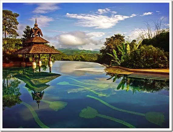 nicest-infinity-pool-ever-anantara-golden-triangle-resort