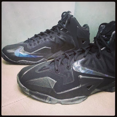 nike lebron 11 gr triple black 1 02 New Nike LeBron 11 Triple Black with Camo Details