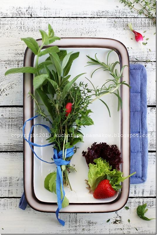 sałata karbowana, rzodkiewka i zioła (2)