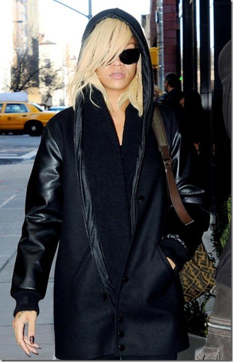 Rihanna Rihanna Shows Off Blond Hair czj1Qg1vuRtl